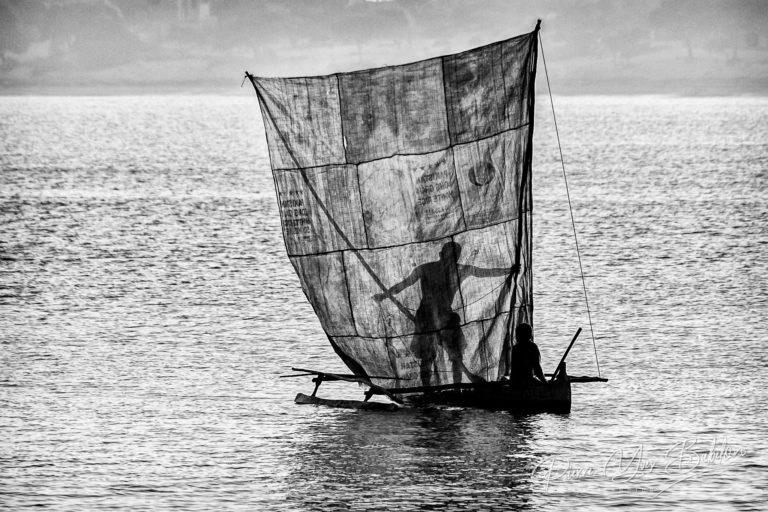 Silhouette de pêcheurs Vezo à Ifaty, Madagascar