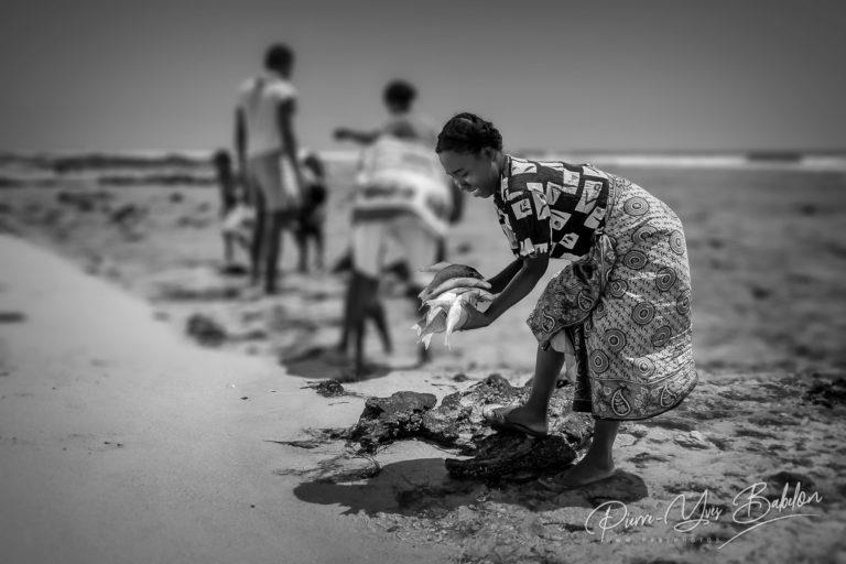 Femme malgache au retour de la pêche